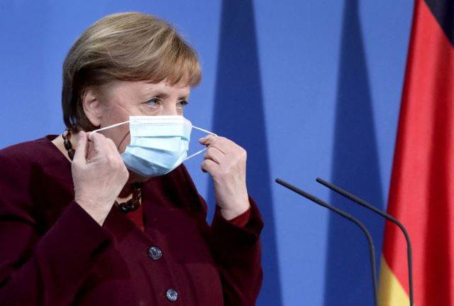Pse nuk pamë foto teksa Merkel u vaksinua me AstraZeneca?