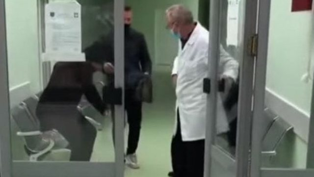 Lirohet nga burgu mjeku i njohur shqiptar