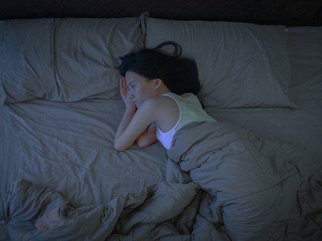 Nëse të del gjumi natën, mos e bëj kurrë këtë