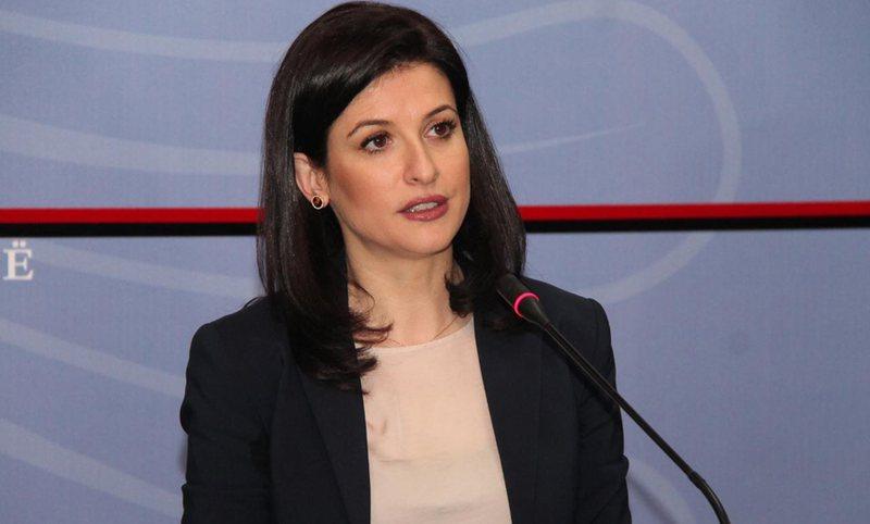 """""""Skandaloze"""", ministrja Gjonaj reagon ashpër për lirimin e"""