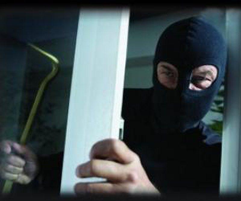 Rikthehen frikshëm maskat/ Autorët kërcënojnë