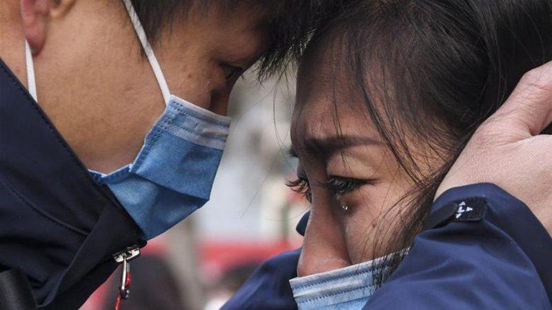 Lamtumira që përloti rrjetin/Mjeku përshëndet gruan para se