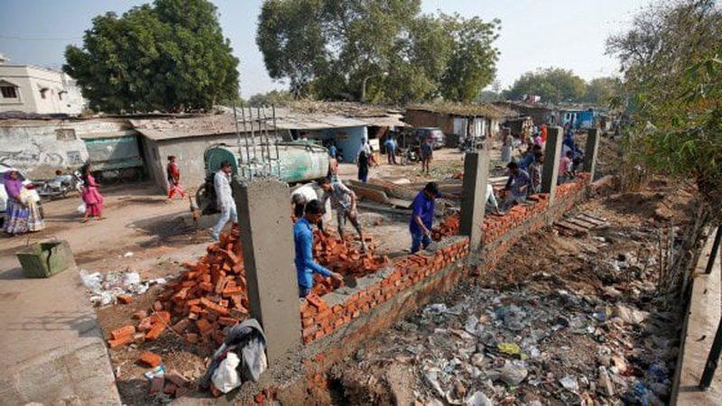 Mur për të fshehur të varfrit, ndërtimi u kërkua nga