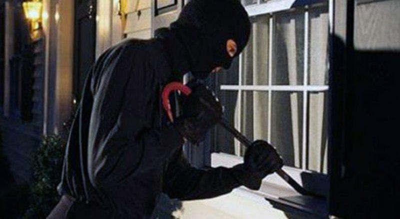 Maskat 'pushtojnë' Tiranën, në vetëm pak