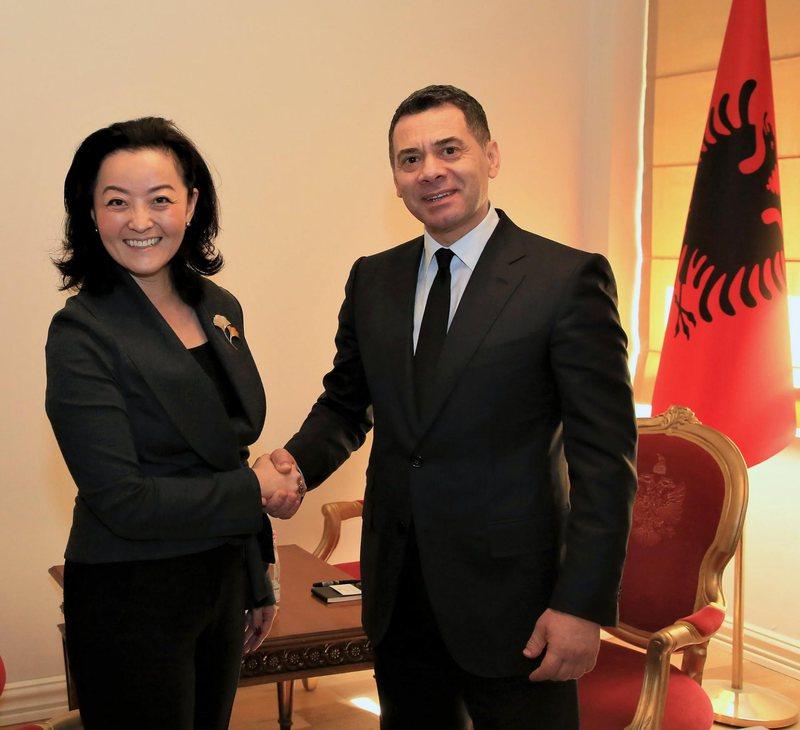 Takimi 'kokë më kokë' me Arben Ahmetajn, ambasada e