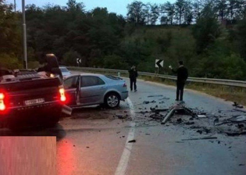 Përplasen dy makina në Fier, raportohen tre persona të plagosur