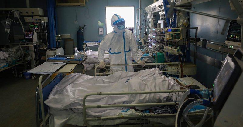 Gjunjëzuar nga koronavirusi, mjekët po zhvillojnë një