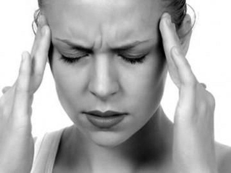 Sa ndikon konsumimi i kafesë në dhimbjen e kokës?