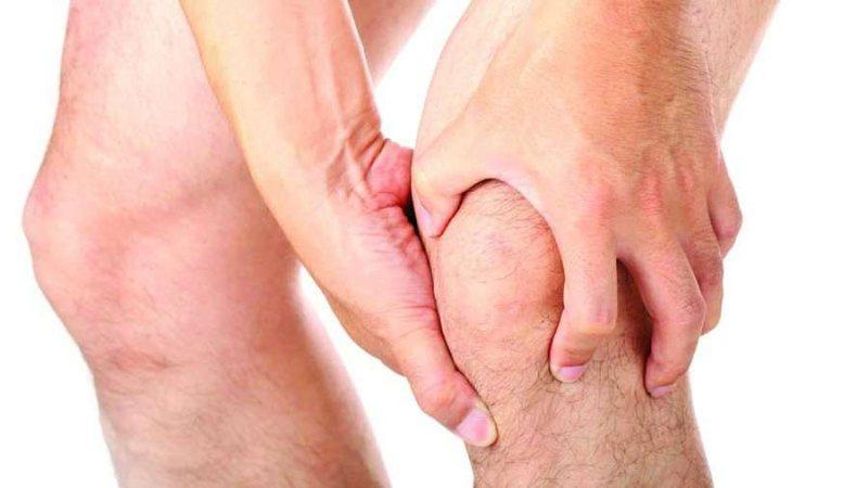 Si të kuroni dhimbjen e gjunjëve me kurë natyrale