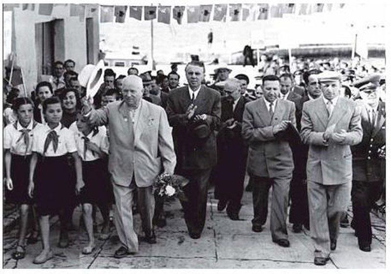 Përplasjet Shqipëri-BRSS, ja si mediat ruse e akuzonin Hoxhën se