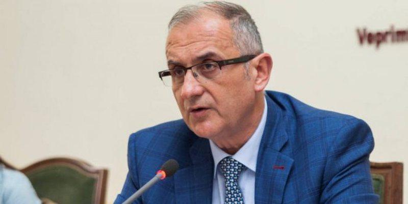 Petrit Vasili lëshon keq gojën ndaj deputetëve: Janë