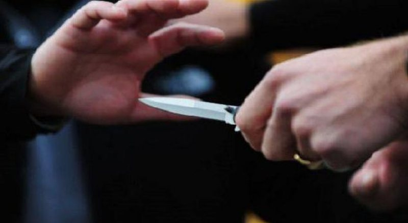 Sherr me thika në mes të lokalit, Policia del me njoftim zyrtar,