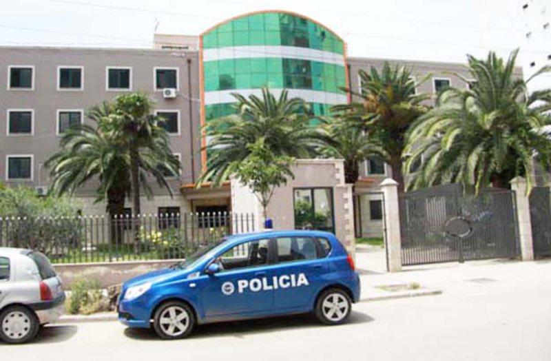 Krimi brenda familjes godet Durrësin, burri vret gruan me thikë brenda