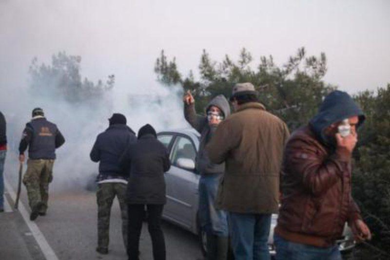 Situatë e tensionuar në ishujt grekë, përleshje për
