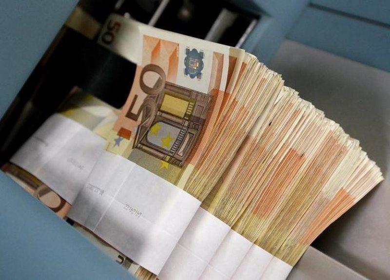 Tregu valutor më 'i qetë', euro nis javën me një