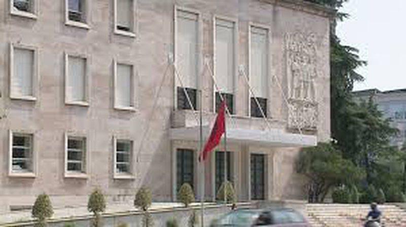 Qeveria ndryshon procedurat e tenderëve për Covid-19, ja si prokurimet