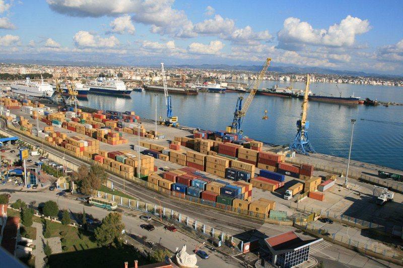 Masat izoluese japin goditjet e para në ekonomi, eksportet bien me 44