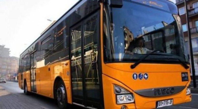 Lirohen masat në Kosovë, por dështon rihapja e transportit urban,