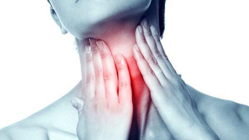 Ilaçi natyral që për disa orë shëron dhimbjen e fytit