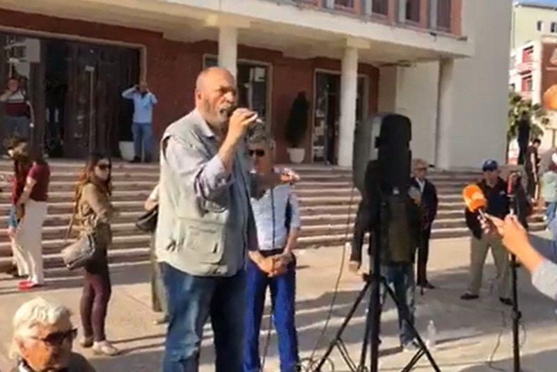 Protesta zhvendoset në Durrës, regjisori Budina del me thirrjen