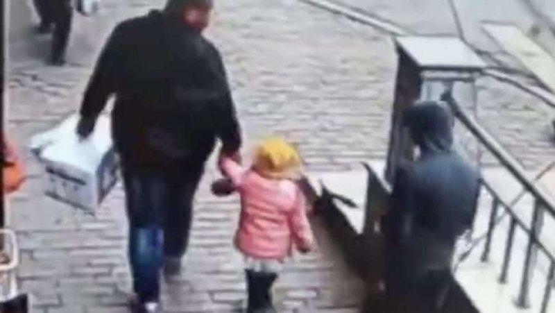 Alarmohet nëna në Korçë, i riu i rrëmben nga dora