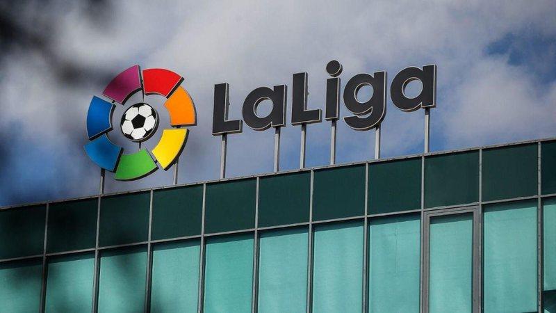 Zyrtare/ Spanja rikthen futbollin, kryeministri njofton datën
