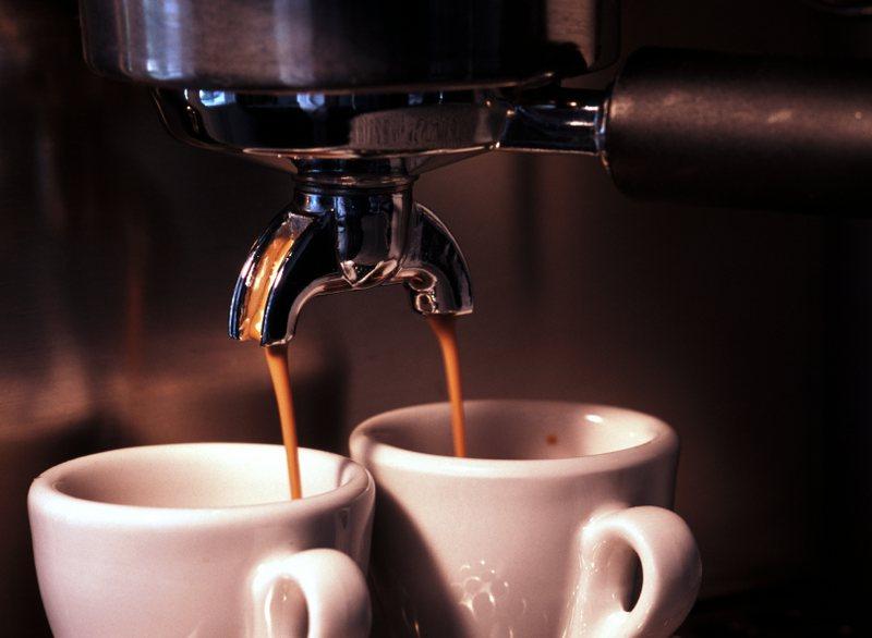 Provoni të pini dy kafe ekspres në ditë dhe do të shikoni se