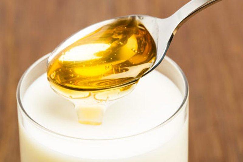 Hudhra, mjaltë dhe qumësht, kura që e këshillojnë edhe