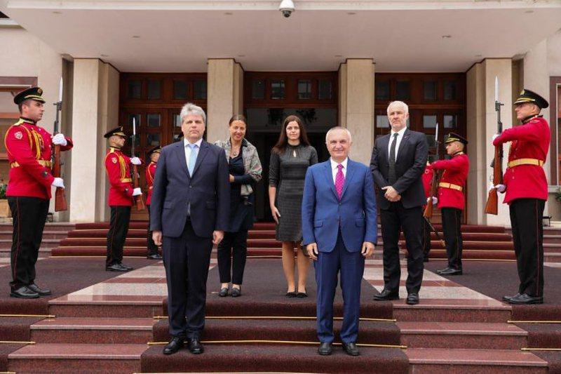 Ambasadori austriak i dorëzoi Letrat Kredenciale, Presidenti Meta jep