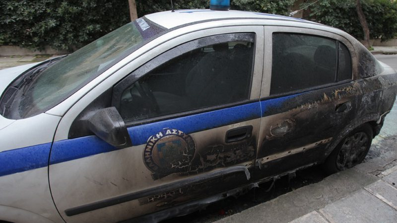 Tronditet Greqia/ Shpërthime të fuqishme që në mëngjes,