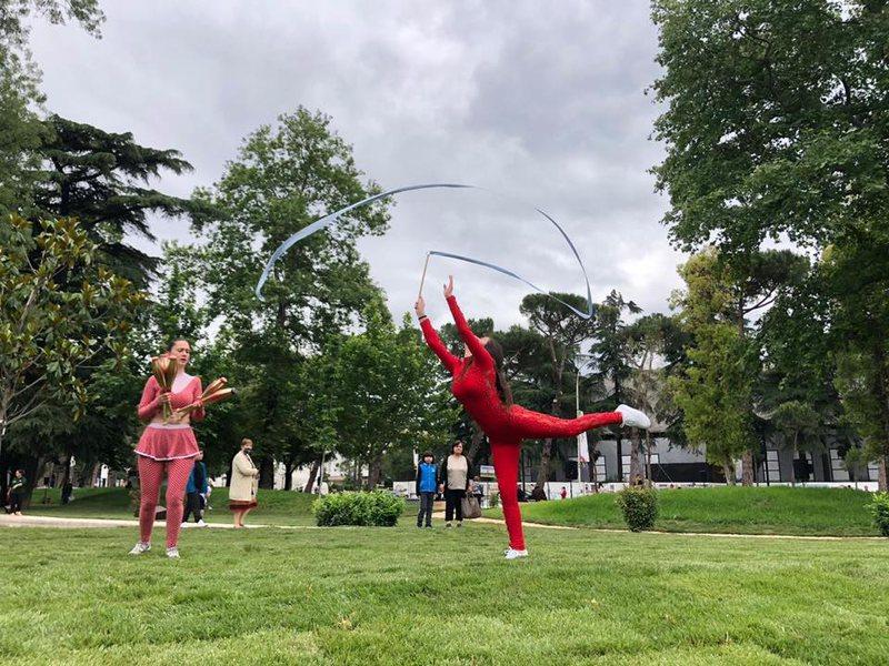 """Artistët e cirkut, me performancat e tyre te parku """"Rinia"""""""