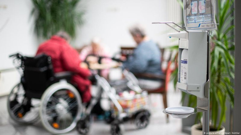 Emergjenca koronavirus/ Drama me shtëpitë e të moshuarve në