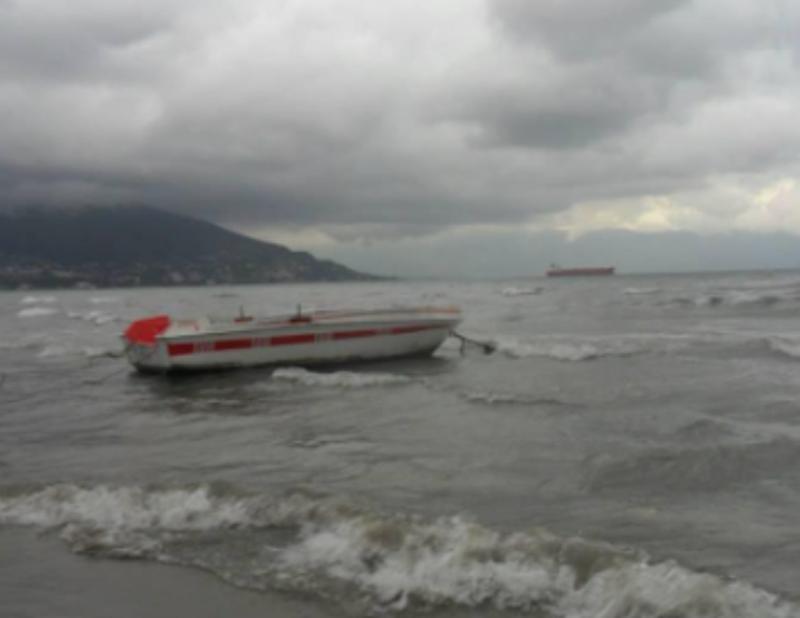 Alarm nga deti/ Mjeti lundrues rrezikon të mbytet, ka njerëz brenda