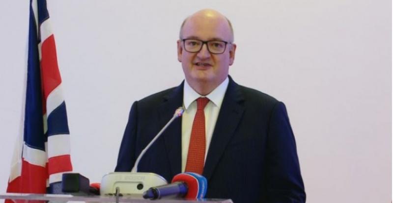 Mesazhi i fortë i ambasadorit britanik: Mbështetja financiare e