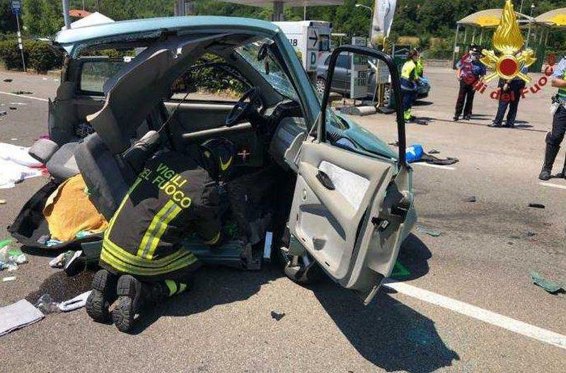 U godit nga një makinë që po vinte me shpejtësi, humb