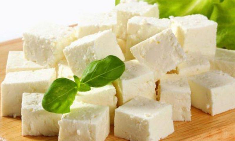 E rekomandojnë ekspertët: Konsumoni djathin në mëngjes
