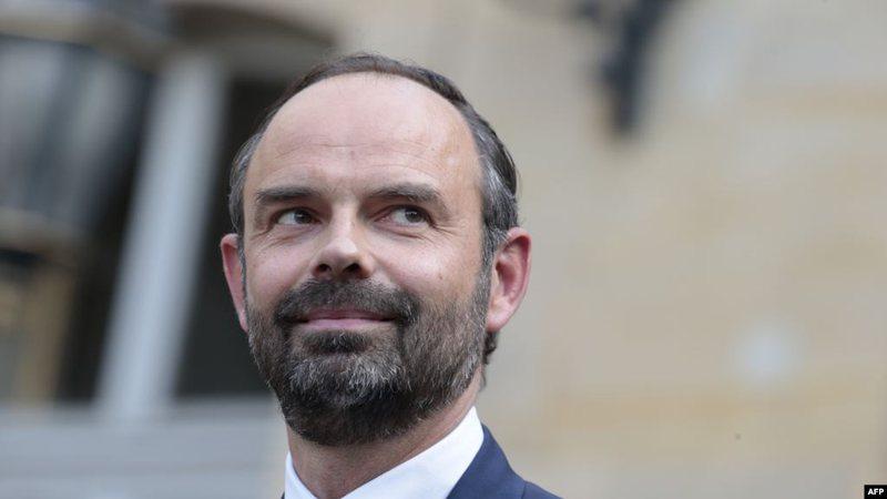 Dorëhiqet kryeministri francez, pritet që Macron të marrë