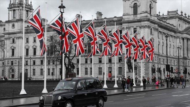 Londra heq karantinën 14-ditore për 56 vende, ja cilat shtete nuk do
