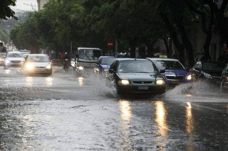 Një stuhi e fortë godet qytetin grek, meteorologët