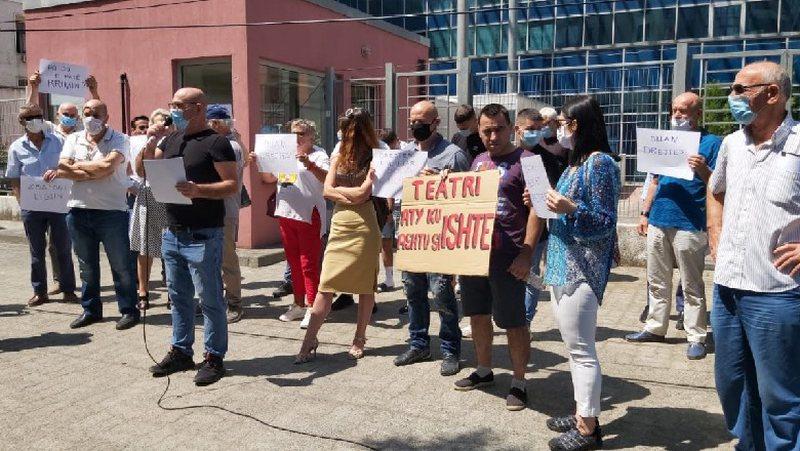 Aleanca për Mbrojtjen e Teatrit u rikthehet protestave, kërkohet