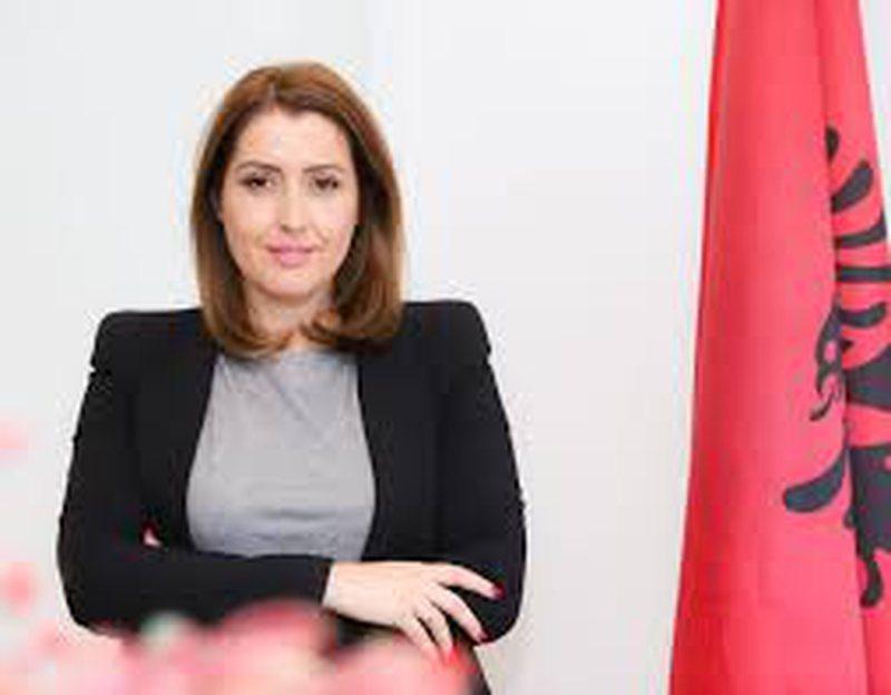 Ministrja e shëndetësisë, terror psikologjik mbi shqiptarët
