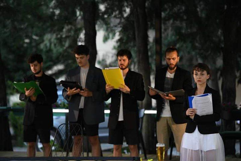 """""""Lojra në oborrin e pasëm"""" në Shkodër, një"""