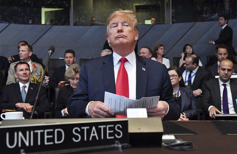 """""""Boshti i të rriturve"""" ndaloi Trump të nxirrte SHBA"""