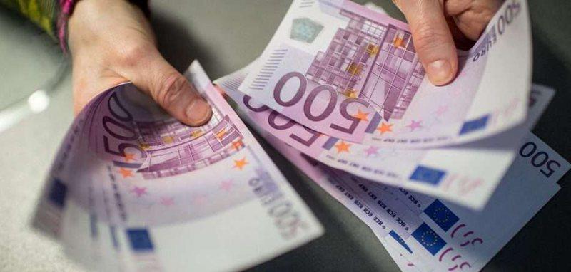 Euro zbret në nivelin më të ulët që para fillimit