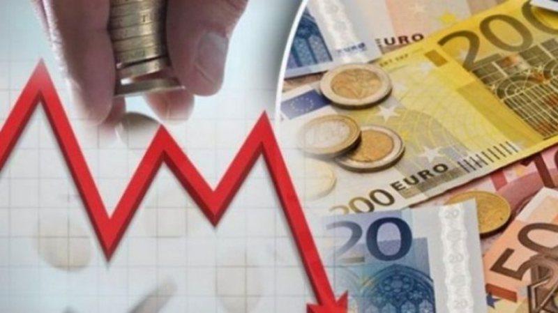 Euro pëson uljen më të madhe që para fillimit të