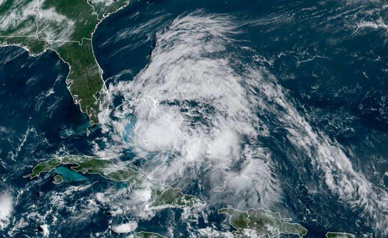 """Uragani i fuqishëm """"Isaia"""" godet këtë shtet,"""