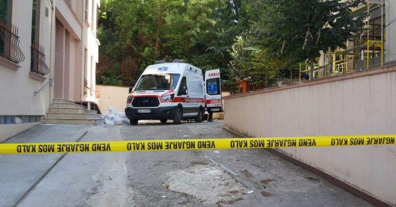 Ngjarje e rëndë në Tiranë, 55-vjeçari bie nga