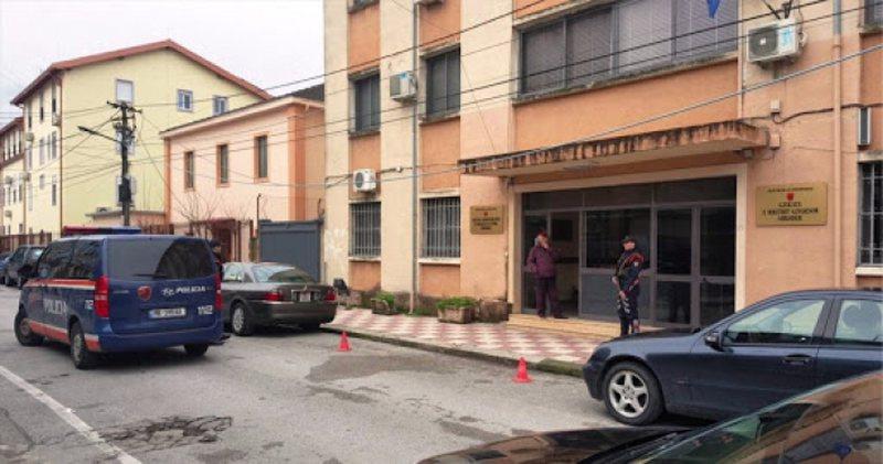 Plas keq sherri në Gjykatë, banorët hyjnë me dhunë