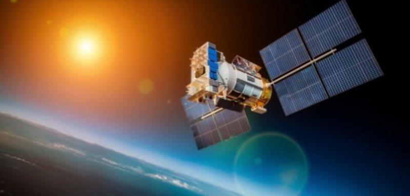 Pas 56 vjetësh në hapësirë, sateliti i NASA-s hyn në