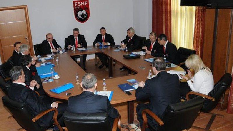Liga mbledh me urgjencë anëtarët, sot caktohet grupi negociator